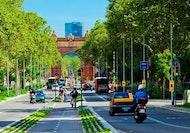 Barcelona en 360º: tour premium en minibús descapotable, teleférico y barco para grupos reducidos (solo en inglés)